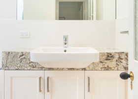taringa-bathroom-crop-featured
