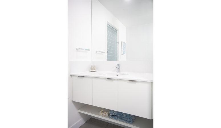 the-gap-2-bathroom-2