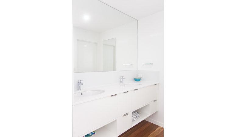 the-gap-2-bathroom-4