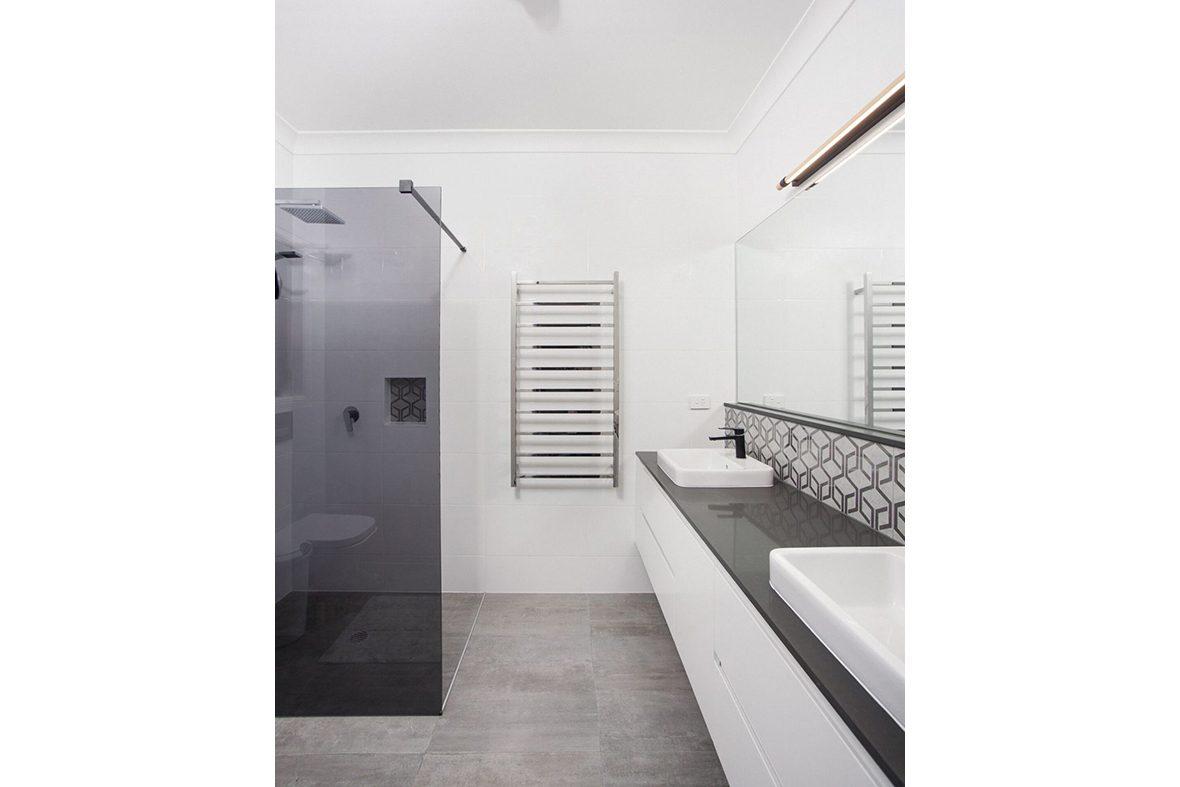 North Lakes Bathroom